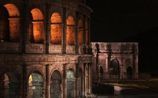 A night walk through the city centre of Rome. Things to do in Roma