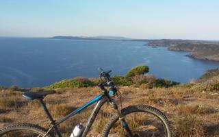 Escursioni in mountain bike e trekking in Sardegna. Cosa fare a stintino