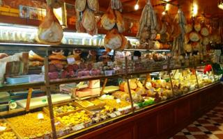 "Bologna within its smells and food flavors of excellence: an intense ""home-tasting"" walking tour. Things to do in Bologna"