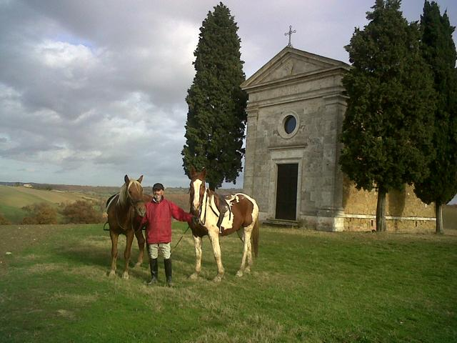 Horse-ride stroll and picnic on the river edges. Things to do in Pienza