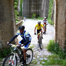 Discorver Sorano and the surranding in MTB. Things to do in Sorano