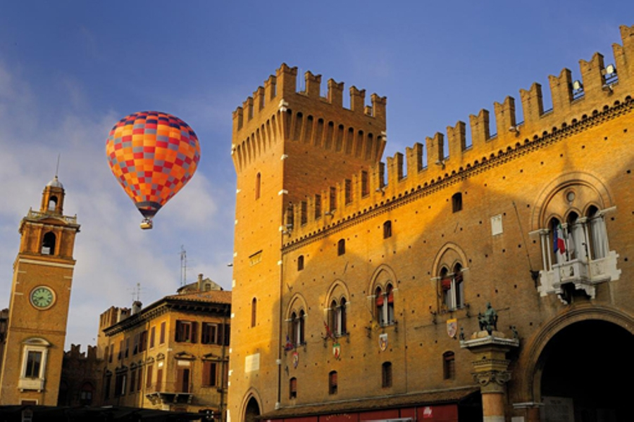 Do you like hot air balloons? The Ballons Festival waits only you!. Things to do in Ferrara