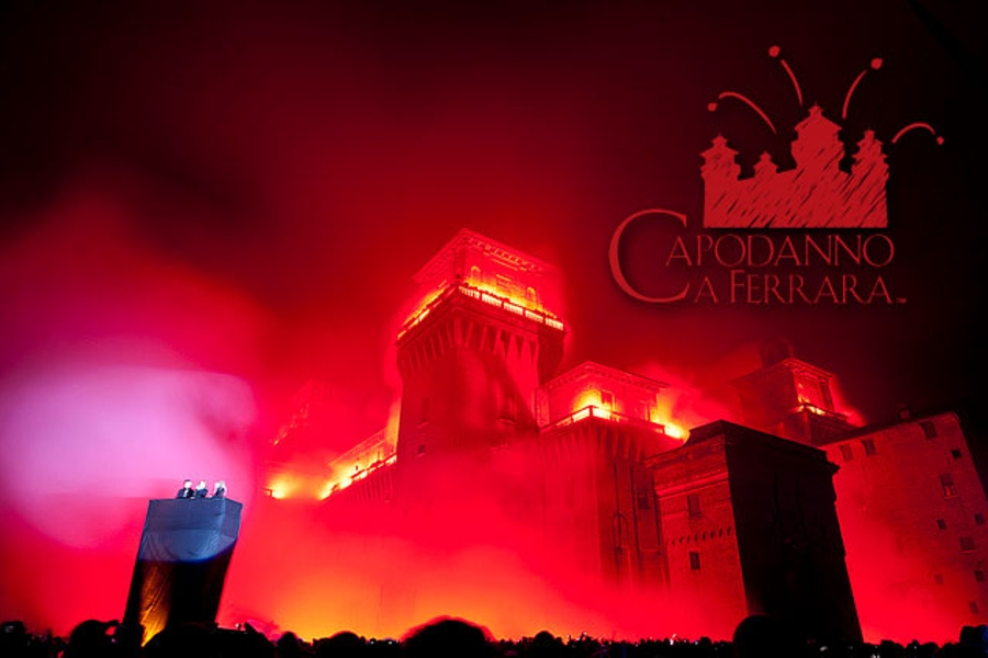New Year in Ferrara - The burning of the Estense Castle. Things to do in Ferrara