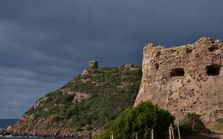Walking in Sardinia: the way of the two towers in Porto Ferro. Things to do in Alghero