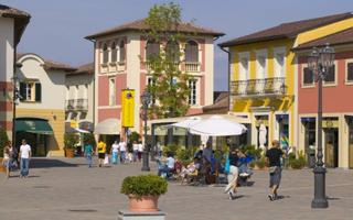 Giornata di shopping in un outlet. Cosa fare a Milano