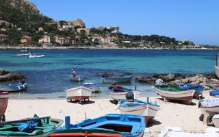 An unusual Palermo Tour: walking through the fishermen district of  Sferracavallo. Things to do in Palermo