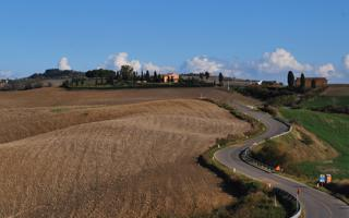 By motorbike on among the rolling hills of Siena. Things to do in Siena